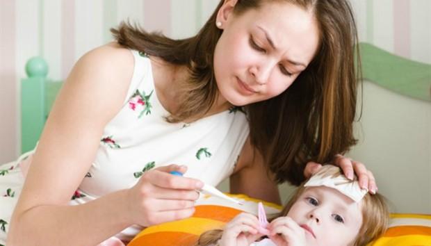 9 πράγματα που πρέπει να προσέχετε όταν το παιδί έχει πυρετό