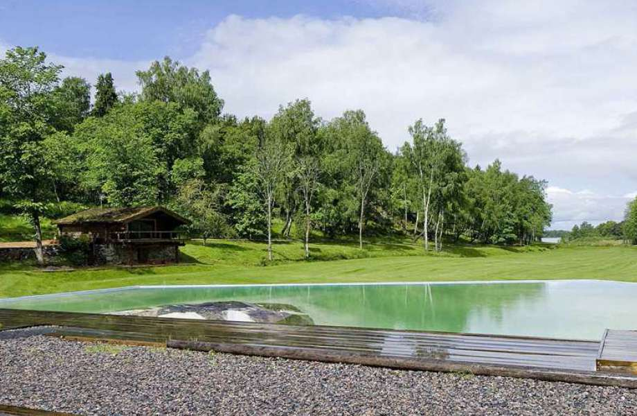 Πέρα από μεγάλες δασικές εκτάσεις, το Stora Rulligen διαθέτει πολλές λίμνες. Η συγκεκριμένη αποτελεί κομμάτι γηπέδου γκολφ.