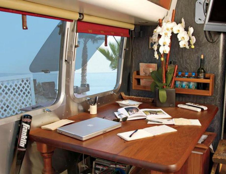 Το άνετο γραφείο του τροχόσπιτου