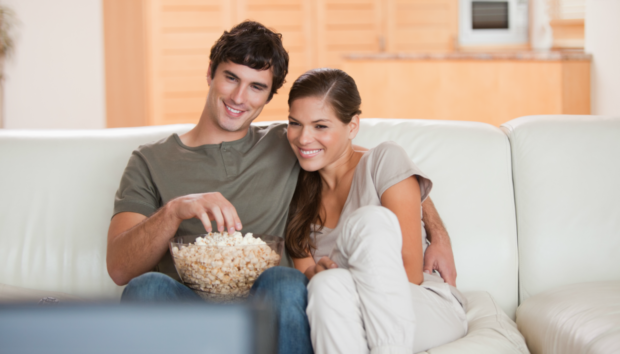 Το Μυστικό για να Τσιμπολογάτε Μπροστά στην Τηλεόραση Χωρίς να Παίρνετε Κιλά