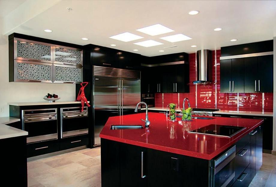 Κόκκινο και μαύρο είναι δύο εκρηκτικά χρώματα