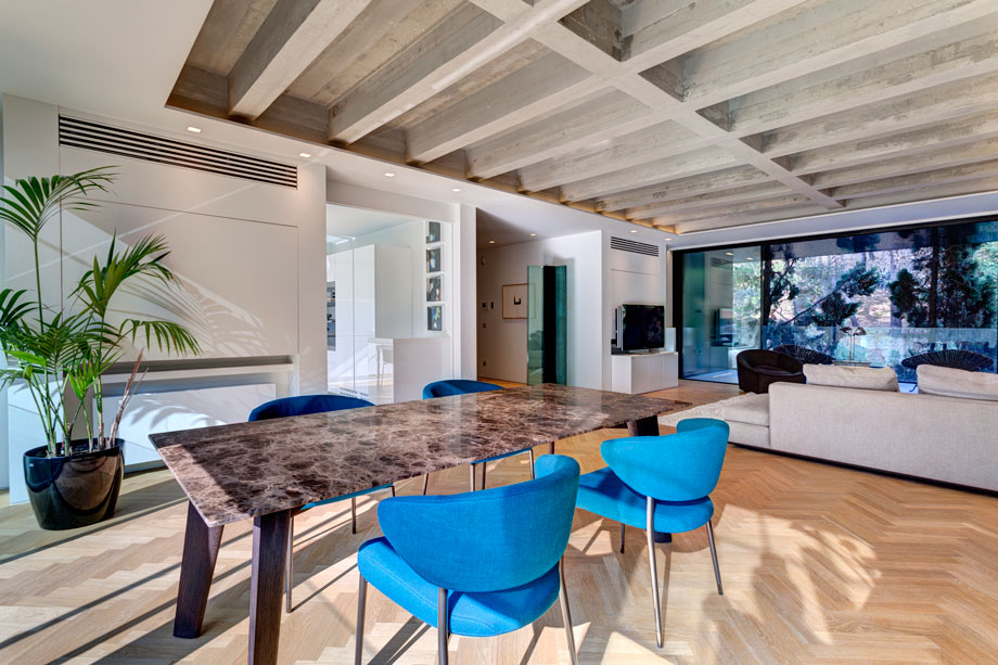 thehomeissue_oneathens_Living-Room