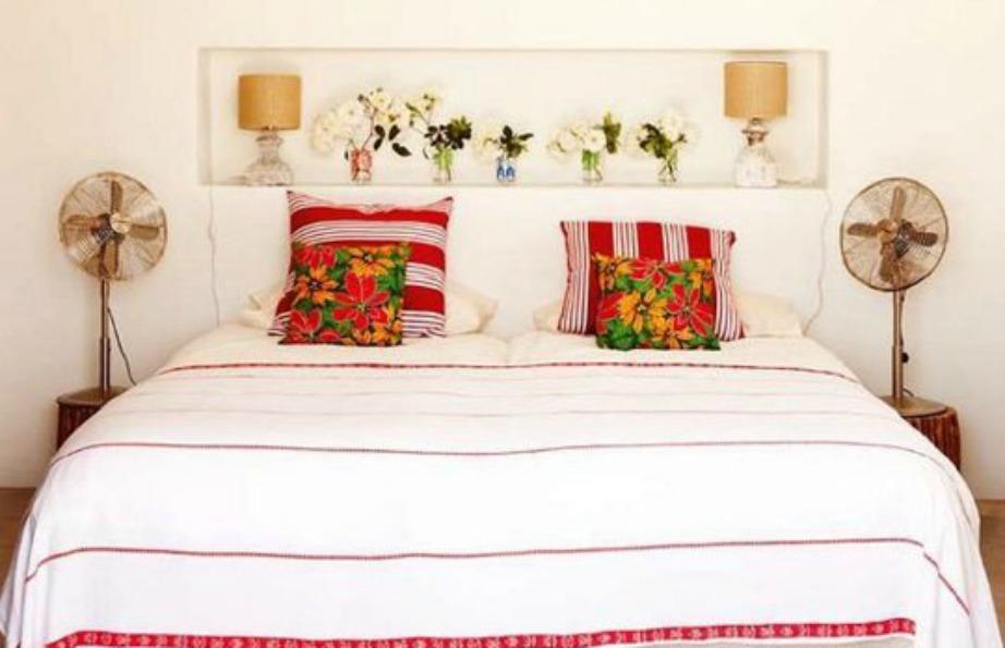 Τοποθετήστε λουλούδια με χρώμα μέσα σε όμορφα βάζα και φέρτε την άνοιξη μέσα στο δωμάτιό σας