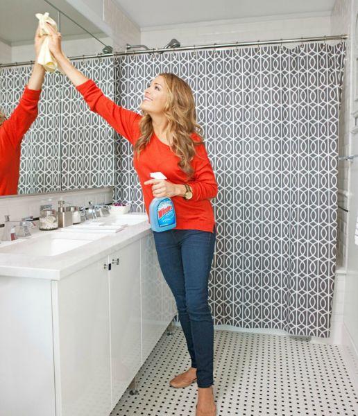 Καθαρίστε όσο το δυνατόν καλύτερα το σπίτι σας απολαμβάνντας όσο μπορε΄τε την κάθε δουλειά. Σκεφτείτε τι ωραία που θα νιώσετε όταν θα έχετε τελειώσει όλες τις δουλειές και το σπίτι σας θα μοσχομυρίζει
