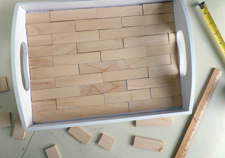Το πρώτο βήμα είναι να κόψετε ορθογώνια ξυλάκια