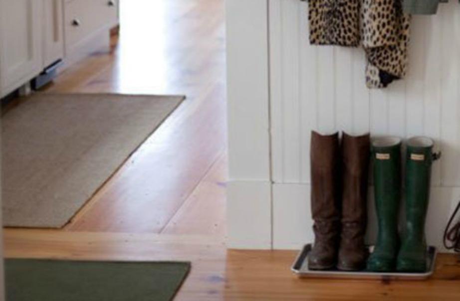 Βάζοντας τα παπούτσια σας πάνω σε δίσκους, θα έχετε το κεφάλι σας ήσυχο πως δε θα λερώσετε το πάτωμα ή το χαλί σας