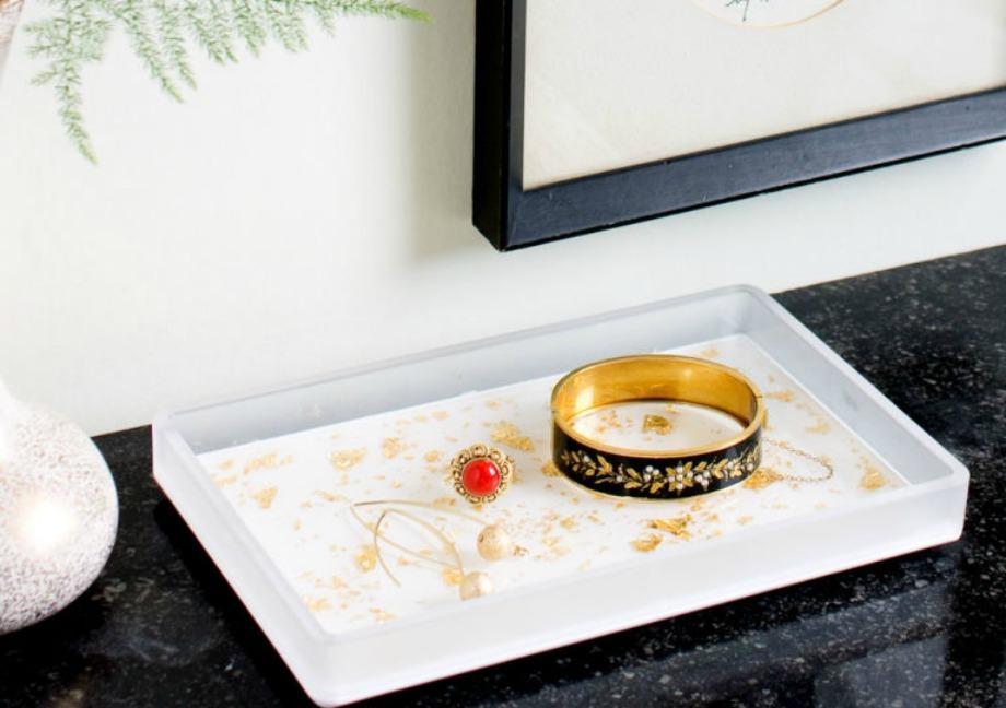 Χρησιμοποιώντας φύλλα χρυσού μπορείτε αν φτιάξετε έναν υπέροχο δίσκο