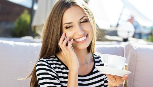 5 καθημερινές συνήθειες που βλάπτουν σοβαρά τα δόντια σας!