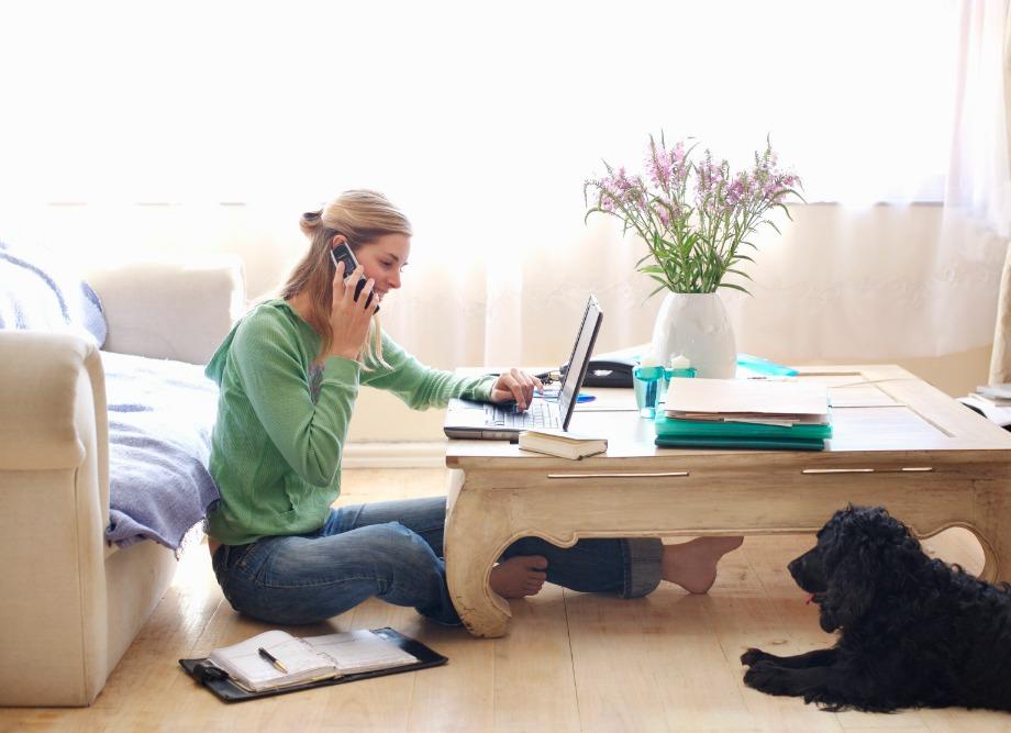 Υπάρχουν πολλές δουλειές που μπορούν να γίνουν από το σπίτι αρκεί να ανακαλύψετε σε τι είστε καλοί και να ξεκινήσετε να το κυνηγάτε
