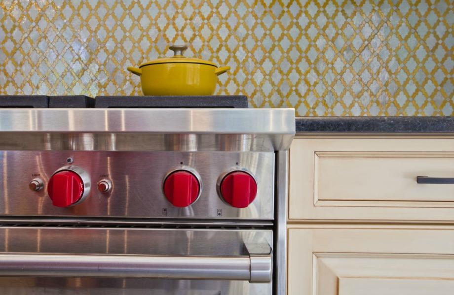 Στην κουζίνα χρησιμοποιήθηκαν πολλές διαφορετικές αποχρώσεις