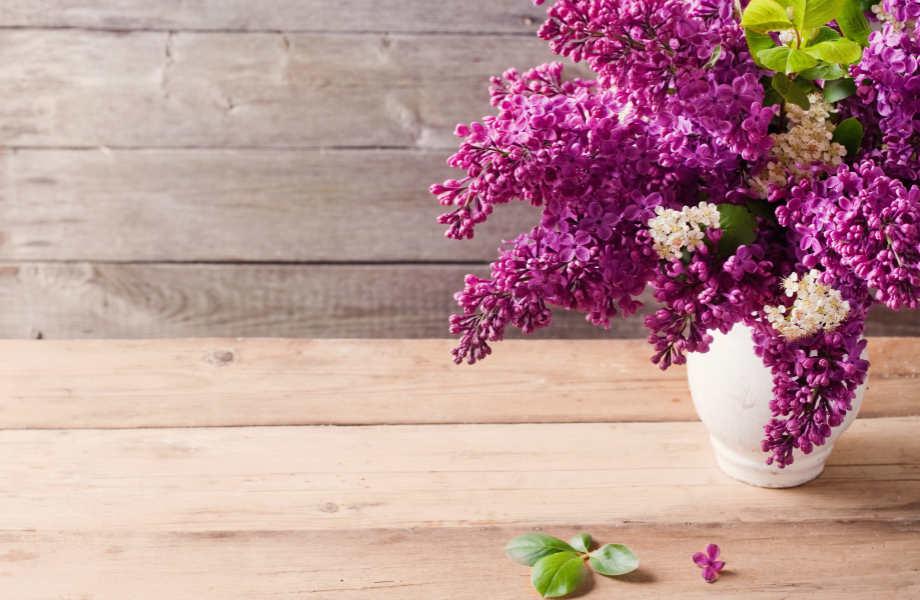 Τα μπουκέτα που έχουν ένα είδος λουλουδιού μοιάζουν πιο ακριβά και πολυτελή.