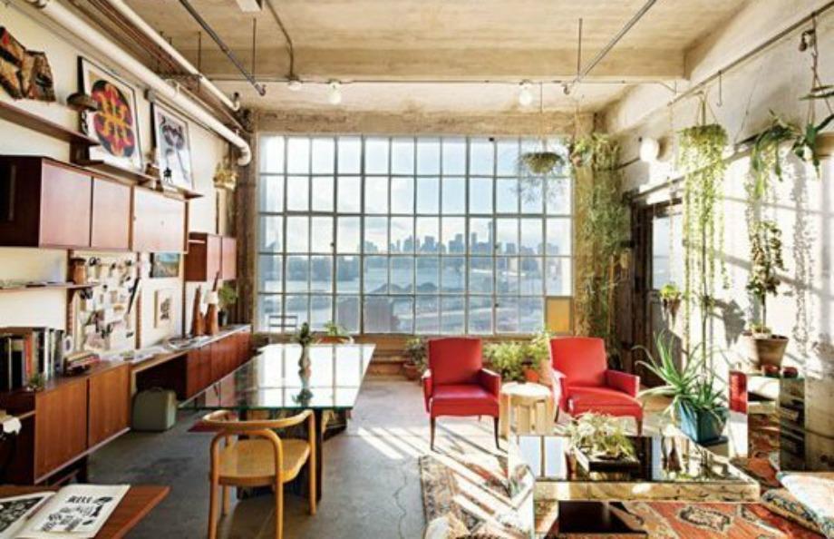 Βάζοντας φυτά στον τοίχο και αφήνοντας τα παράθυρα ακάλυπτα δημιουργείτε ένα σπίτι-θερμοκήπιο