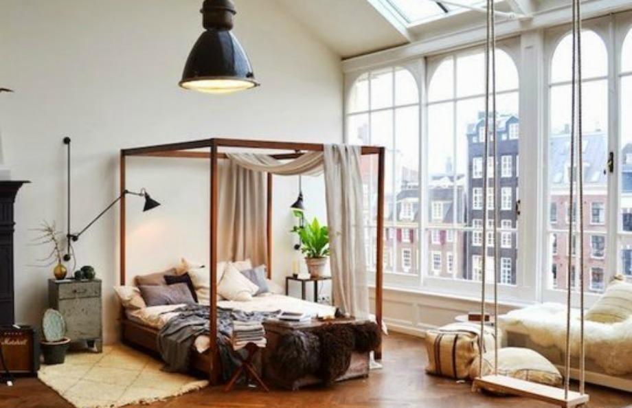 Αν δε θέλετε να βάλετε κουρτίνες στο υπνοδωμάτιό σας, μπορείτε να βάλετε κουρτίνες στο κρεβάτι για να αποφύγετε τα αδιάκριτα βλέμματα