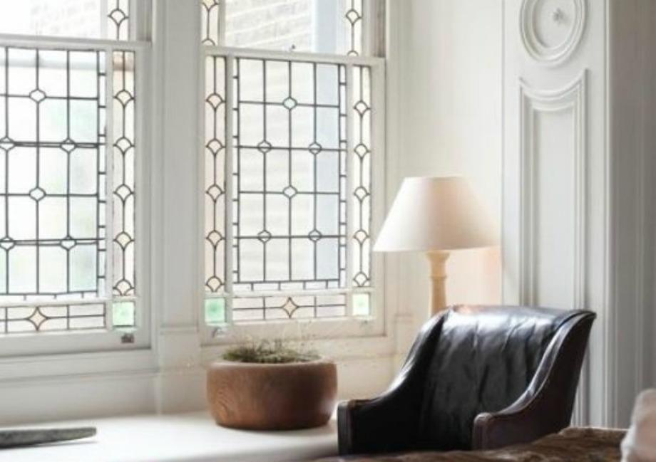 Βάλτε κάποιο σχέδιο στα μισά παράθυρα για να γλυτώσετε από τα αδιάκριτα βλέμματα