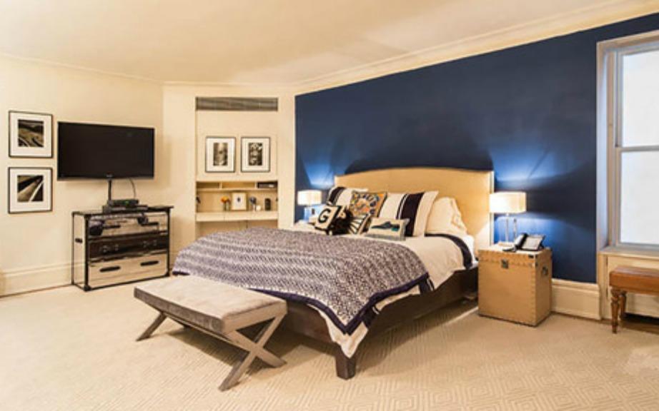 Η επιλογή του μπλε χρώματος για τον τοίχο ήταν πολύ σοφή καθώς έτσι το δωμάτιο αποκτάει χαρακτήρα