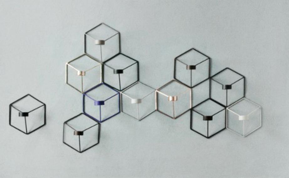 Τα μαθηματικά βρίσκονται παντού γύρω μας και γιατί να μην βρεθούν και στον τοίχο μας με τη μορφή κεριών σε σχήμα κύβων