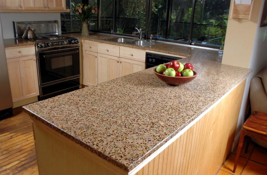 Διατηρήστε τους πάγκους σας άδειους για να φαίνεται η κουζίνα σας μεγαλύτερη