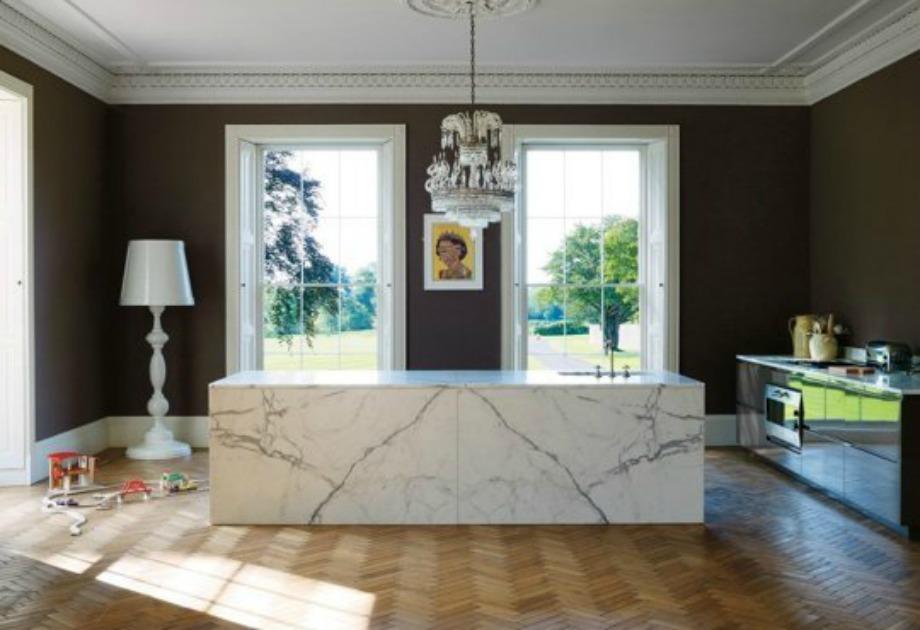 Διακοσμήστε την κουζίνα σας με έργα τέχνης. συνδυασμό διαφορετικών υφών και ιδιαίτερα διακοσμητικά