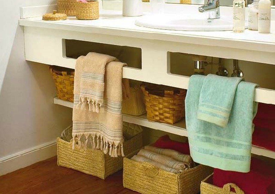 Βάλτε όσο το δυνατόν περισσότερους αποθηκευτικούς χώρους για να μειώσετε την ακαταστασία και να έχετε ένα πιο 'άδειο' και περιποιημένο σπίτι