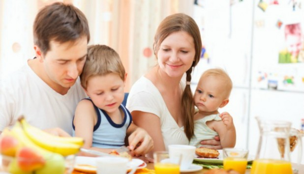 Οι σημερινές οικογένειες περνούν μόλις 36 λεπτά ποιοτικού χρόνου ανά ημέρα
