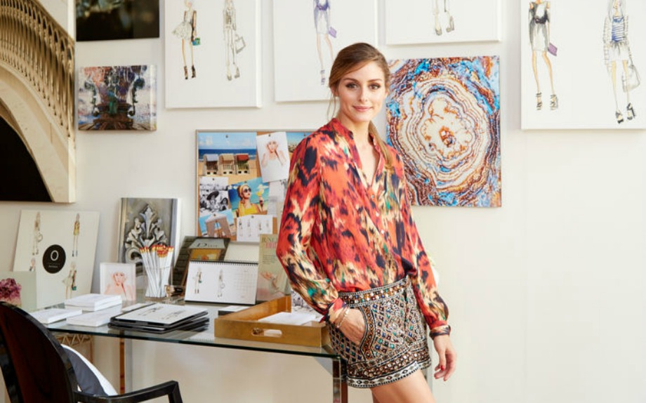 Η γνωστή fashionista έχει εκμεταλλευτεί τον κάθε χώρο του σπιτιού και έχει δημιουργήσει το δικό της γραφείο με σχέδιά της και όμορφους πίνακες