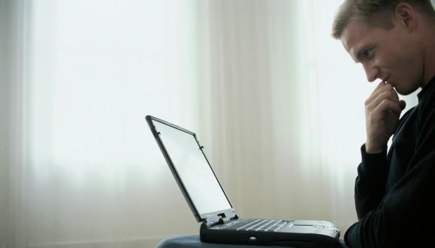 Αυτό είναι το Καλύτερο Πράγμα που Μπορείτε να Κάνετε για να Μπαίνετε με Ασφάλεια στο Ίντερνετ!