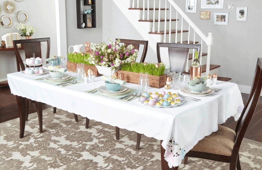 Συνδυάστε παλ αποχρώσεις με όμορφα φρέσκα λουλούδια στη διακόσμηση του πασχαλινού τραπεζιού