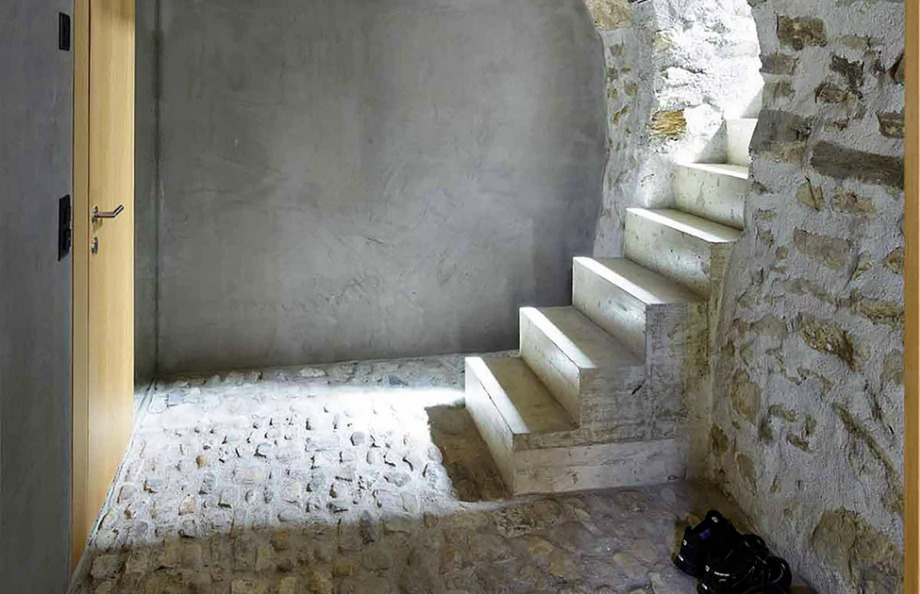 Οι ιδιοκτήτες προσπάθησαν να διατηρήσουν ανέπαφη την πέτρα που έχει χρησιμοποιηθεί για το χτίσιμο όλου του σπιτιού εσωτερικά και εξωτερικά