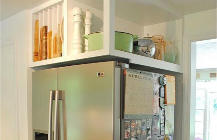 Βάλτε πάνω από το ψυγείο σας μαγειρικά σκέυη ή ακόμα και ηλεκτρικές συσκευές όπως μίξερ, σέικερ ή μπλέντερ