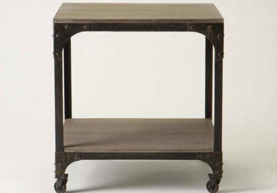 Για ρούστικ διακόσμηση βρείτε ένα τραπεζάκι που συνδυάζει ξύλο με μέταλλο και δείχνει vintage