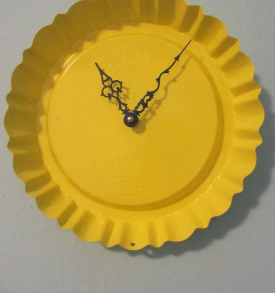 Φτιαξτε ένα ρολόι χρησιμοποιώντας ένα παλιό ταψάκι που θα βάψετε σε χρώμα της επιλογής σας