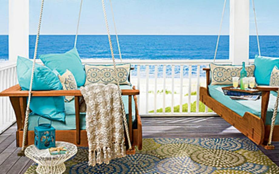 Βάλτε κούνιες στη βεράντα για να απολαμβάνεται τη θέα καθισμένοι άνετα σε αυτά τα όμορφα καθίσματα