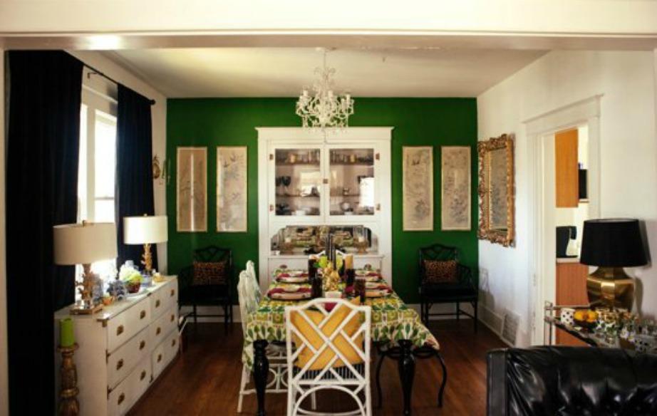 Ο πράσινος τοίχος ταιριάζει στην τραπεζαρία καθώς το πράσινο είναι ένα χρώμα που ηρεμεί και δημιουργεί θετικά συναισθήματα