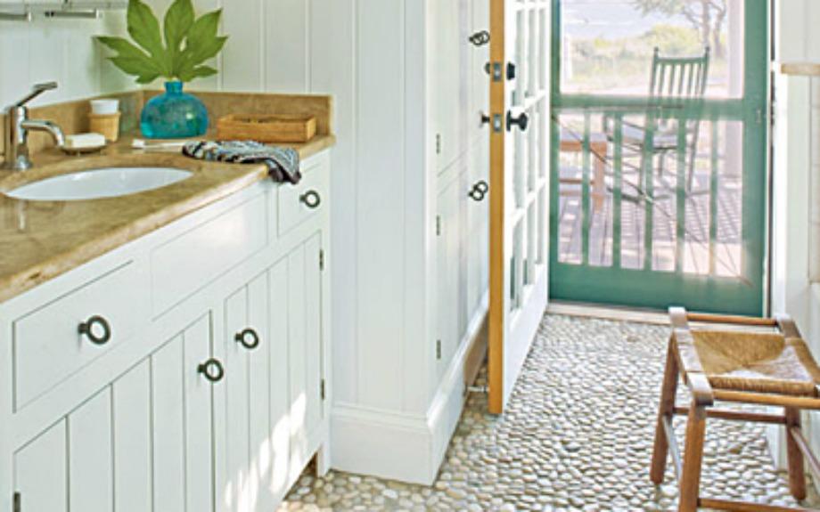 Σε ένα vintage μπάνιο ταιριάζουν πολύ οι πέτρες στο πάτωμα