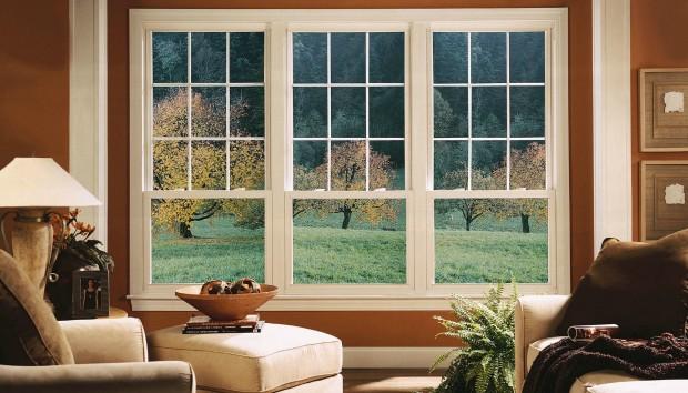 6 Τρόποι για να Βελτιώσετε την Κακή Θέα από το Παράθυρο του Σπιτιού σας