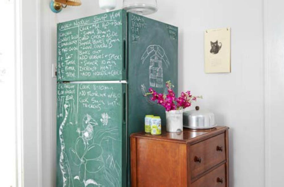 Προσθέστε βαφή μαυροπίνακα στο ψυγείο σας για να το ανανεώσετε
