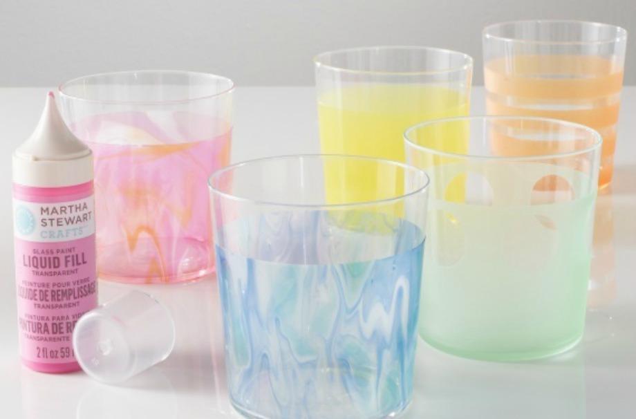 Ανανεώστε τα ποτήρια σας βάφοντάς τα εξωτερικά σε διάφορα χρώματα