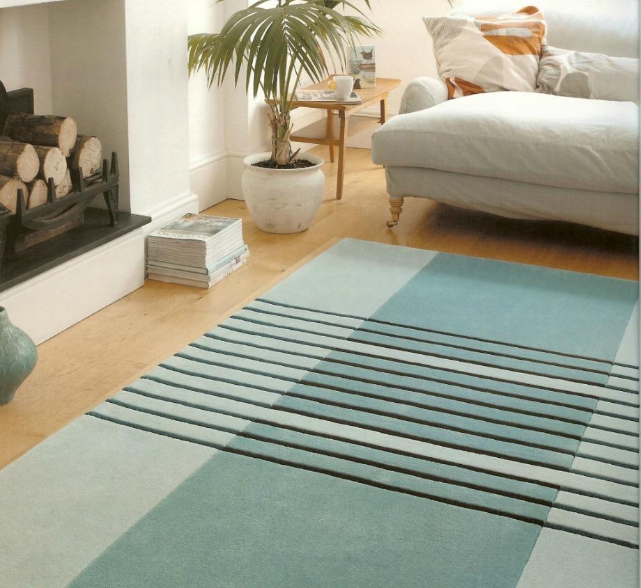 Ένα χαλί μπορεί να δώσει στιλ σε ολόκληρο το δωμάτιο. Αν επιλέξετε το κατάλληλο σχέδιο τότε μπορείτε να μετατρέψετε ένα εργένικο σαλόνι σε σαλόνι για ζευγάρι ή οικογένεια απλά προσθέτοντας στη συνέχεια μερικά διακοσμητικά.