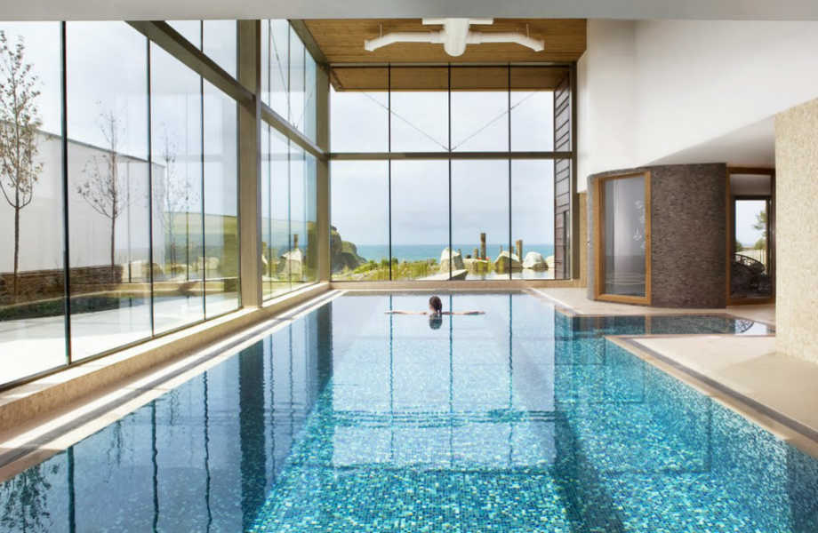 Οι βουτιές σε μία εσωτερική πισίνα έχουν άλλη (πιο πολυτελή) χάρη!