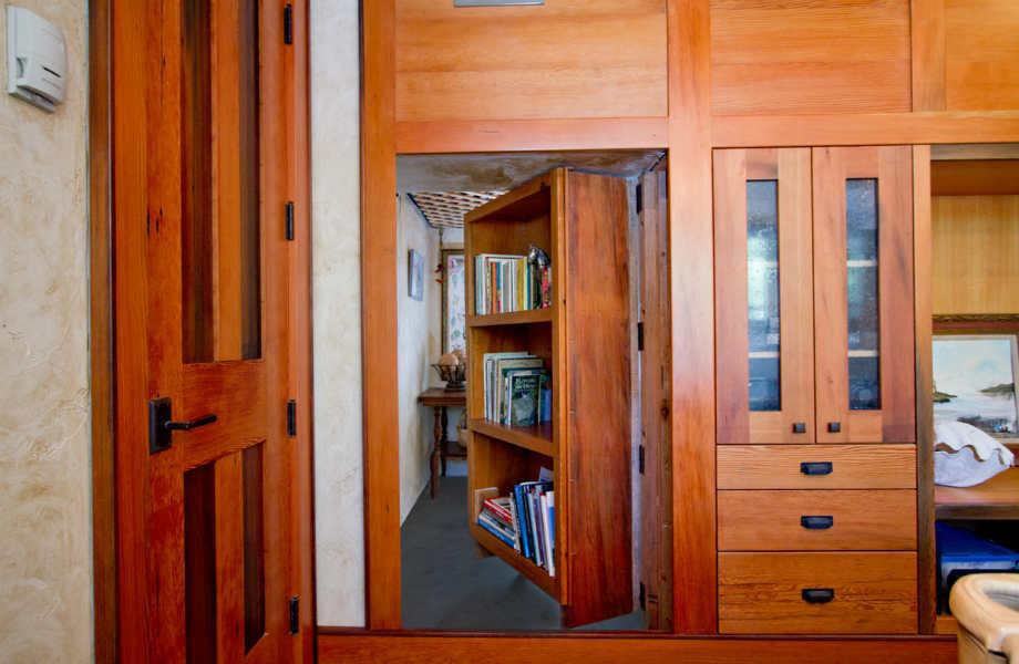 Πού θα οδηγούσε το δικό σας κρυφό δωμάτιο;