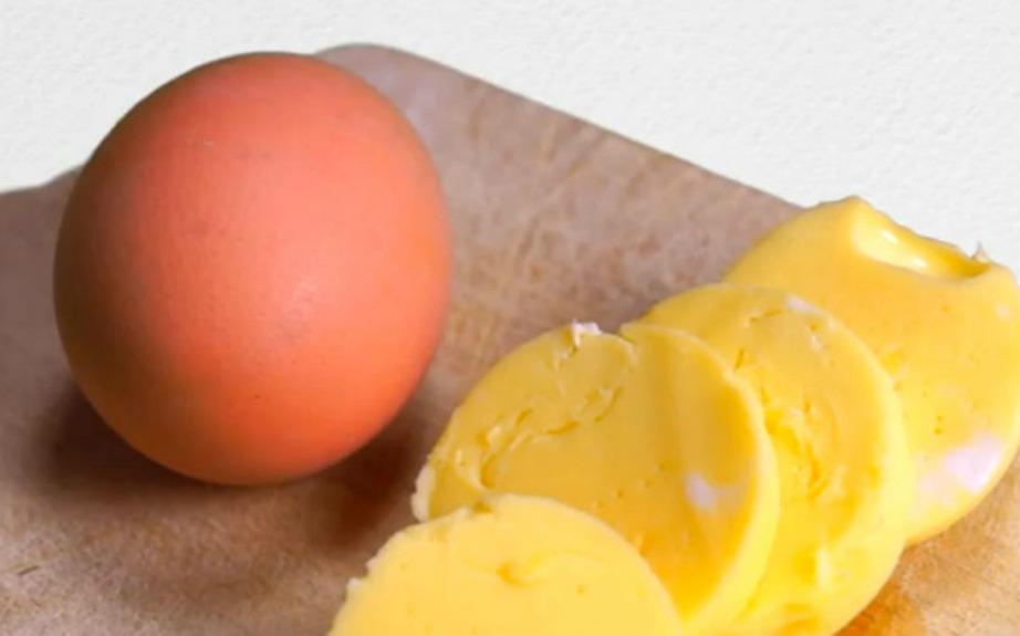 Φτιάξτε ομελέτα σε βραστό αυγό