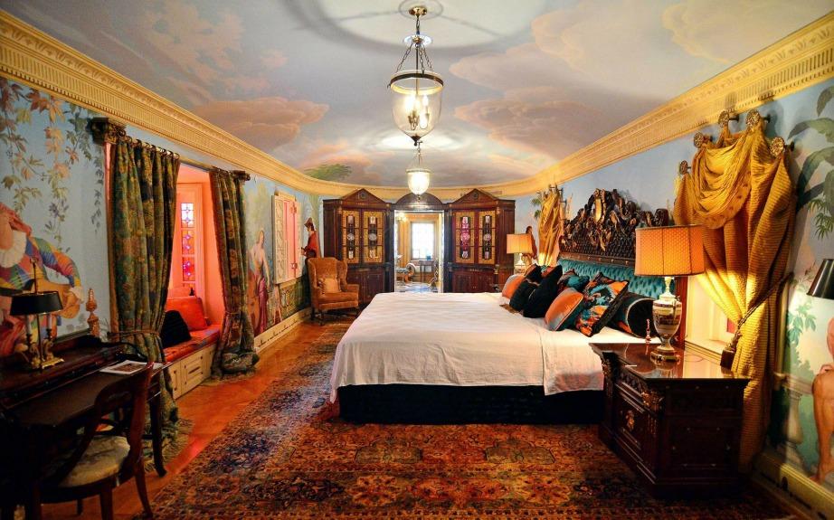 Ακόμα και τα ταβάνια των δωματίων έχουν ζωγραφιστεί με εντυπωσιακά σχέδια