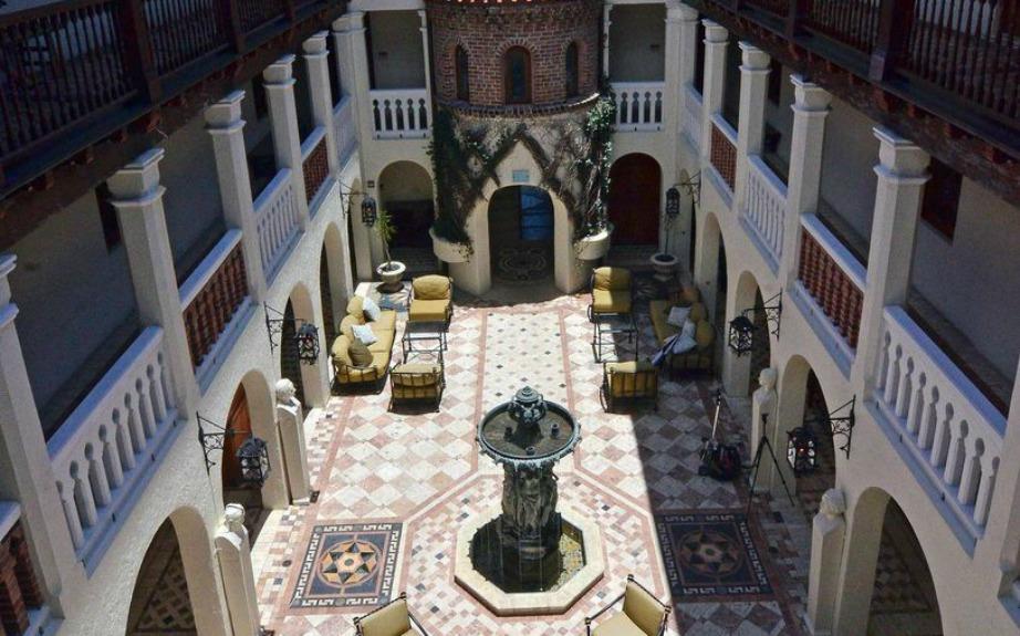 Η δημιουργία της βίλας έχει βασιστεί στα ιταλικά πρότυπα διασκόσμησης και αρχιτεκτονικής