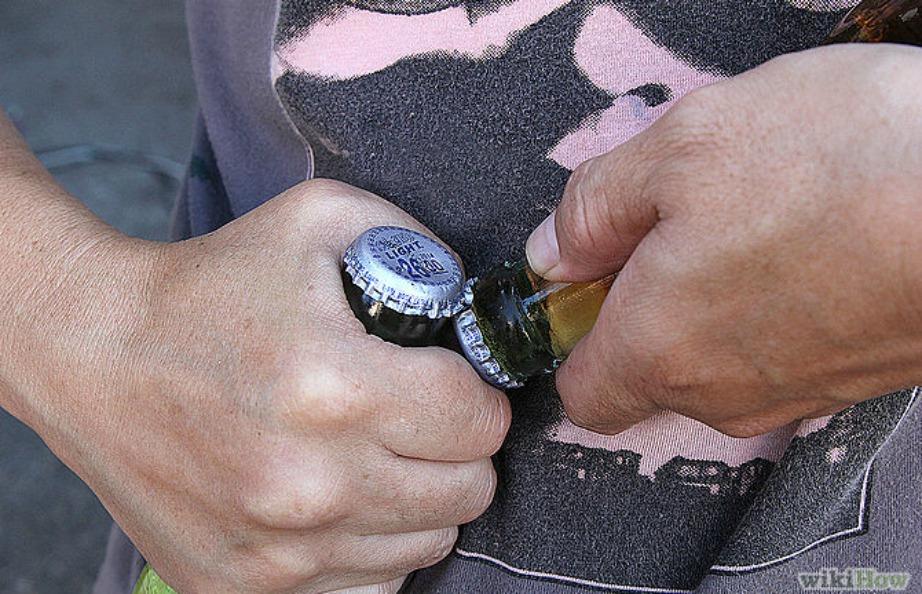 Εναλλακτικά βάλτε δύο μπύρες αντίθετα και ανοίξτε τις μεταξύ τους