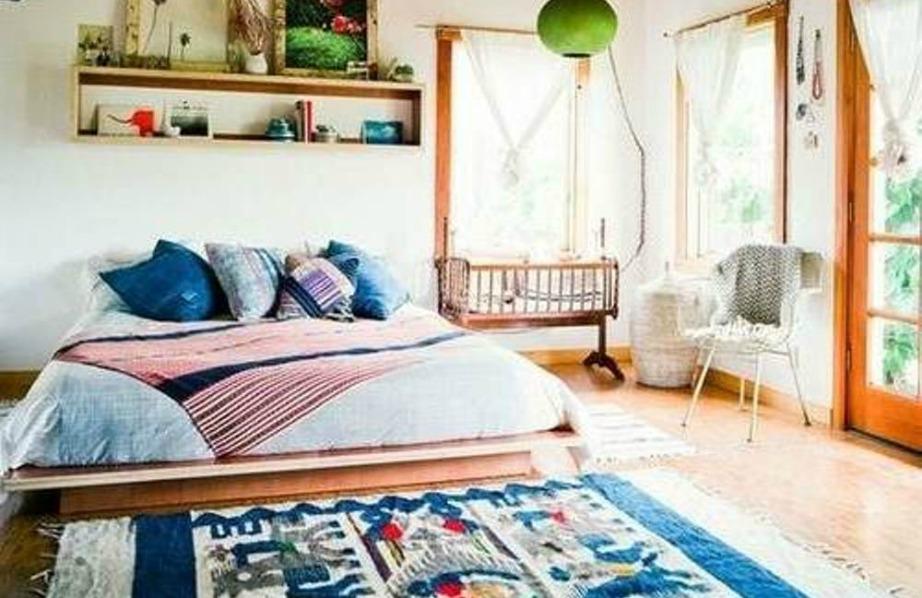 Boho στιλ με μπλε πινελιές για ένα κουλ υπνοδωμάτιο