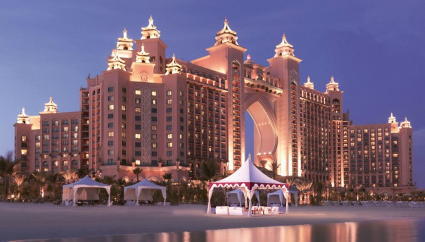 Hotel Report: Ξεναγηθείτε σε Ένα από τα πιο Πολυτελή Ξενοδοχεία στο Ντουμπάι