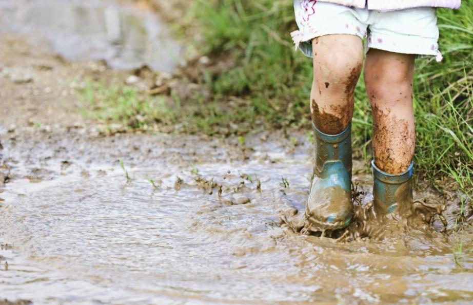 Με τις γαλότσες θα μπορείτε να περπατήσετε άφοβα μέσα στις λάσπες και στη βροχή