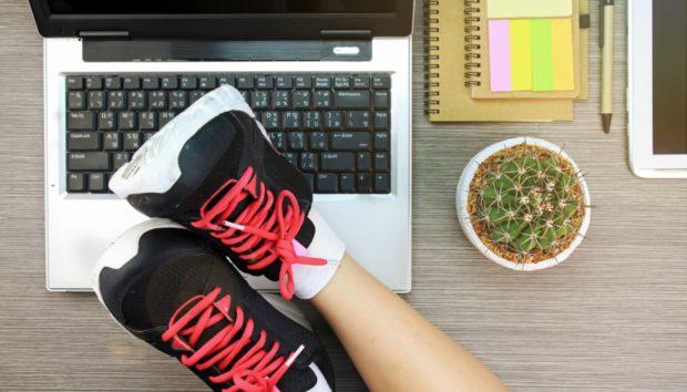 Γυμνάστε τα Πόδια σας, ενώ Κάθεστε στο Γραφείο!