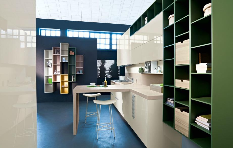 Εξοικονομώντας χώρο από την κουζίνα με τις κατάλληλες συνθέσεις, μπορείτε να εκμεταλλευτείτε τους χώρους που σας μένουν άδειοι για να βάλετε μια βιβλιοθήκη ή έναν καναπέ