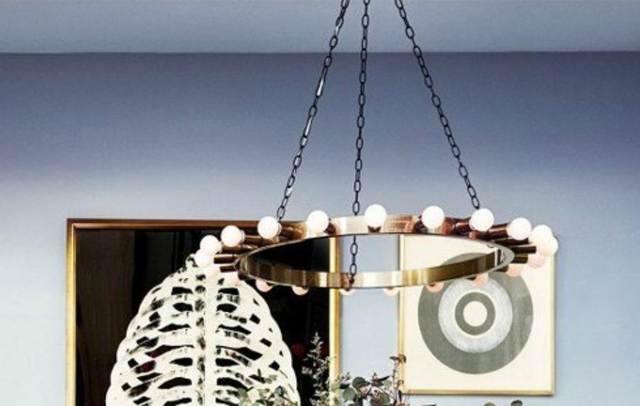 Βάψτε το ταβάνι στο ίδιο χρώμα με τους τοίχους για να αποκτήσει ύψος και βάθος ο χώρος